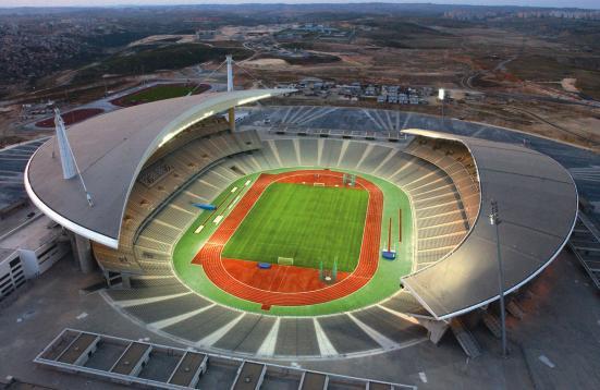 Das Stadion öffnet sich zur umgebenden Landschaft