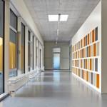 Lichtdurchflutetes Foyer: Von hier aus erfolgt die Erschließung sämtlicher Räume.