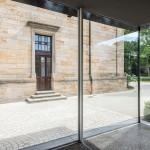 Kontrastreiche, gelungene Verbindung von historischer und moderner Baukultur.
