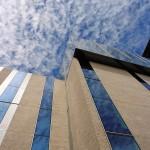 Raumhohe Verglasungen mit Sonnenschutzglas ziehen sich über die unteren sechs Etagen - darüber drei vollverglaste Stockwerke in exponierter Lage.