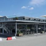 Vor dem Schulungs- und Workshop-Gebäude lassen sich Probefahrten auf dem Freigelände durchführen. Bild: Owa