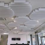 Die Kreise der Clouds lockern spielerisch die lineare Raumstruktur auf, folgen aber durch die Lamellenlinien trotzdem der klaren Architektur. Bild: Owa