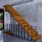 Moderne Holzfalttreppen lassen sich gut in die Wohnumgebung integrieren. Korrekte Konstruktion und regelkonforme Befestigung sind unerlässlich für störungsfreie Funktion. Bild: TSH System GmbH