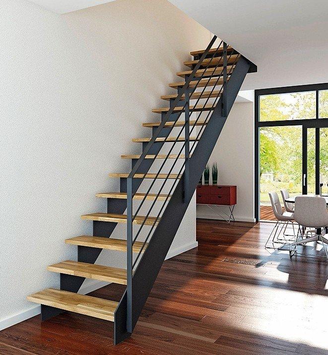 Gerade Treppe aus pulverbeschichtetem Stahl für den Rahmen und hellem Holz für die Stufen. Bild:Stadler Treppen