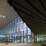 Am höchsten Punkt ist die Stahl-Glas-Fassade 20,50 m hoch. Die Stahl-Leichtkonstruktion muss enormen Windlasten standhalten. Bild: Jansen AG