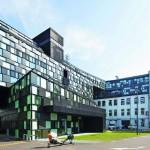 Tageslichtlenkung mit gleichmäßig blendfreier Tiefenausleuchtung. Bilder: Wolfgang Thaler | Architekt: Holodeck architects