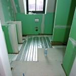 Systemaufgbau mit Fußbodenheizung und Wärmeleitblech in einem Bad. Bild: Knauf/Ducke