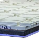 Estrichelemente mit aufkaschierten Vakuum-Dämmpaneelen kombinieren zusätzlichen Wärmeschutz mit einer reduzierten Aufbauhöhe, hier zusätzlich mit einer Struktur für die Aufnahme der Fußbodenheizung. Bild: Lindner GFT