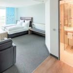 Die Hotel-Zimmer sind modern und großzügig gestaltet, in allen Bädern gibt es elektrische Fußbodenheizung. Bild:AEGHaustechnik