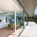 Zweifach verglaste Sonnen- und Wärmeschutzelemente öffnen sich durch einfaches Schieben. Bilder: Pieter Kers