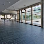 Im Anwendungsbereich 2, hier in einem Schulgebäude, ist die Kantenlänge der keramischen Platten auf maximal 1200 mm begrenzt. Bild: Fermacell GmbH