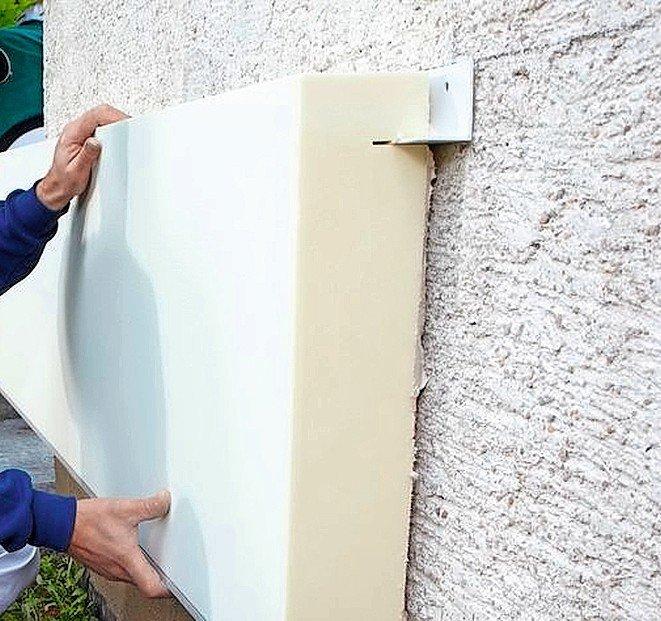 Auf dem Putz angebrachte Abdeckplatte für den Gebäudesockel. Bild: Knauf