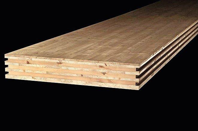 Eine aus mehreren verleimten Schichten bestehende Holzplatte. Bild: Binderholz