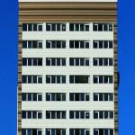 Glas-Faltwände bei der Sanierung eines Wohnhochhauses in Hamburg