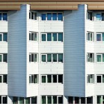 Insgesamt 390 Glas-Faltwände bestehen aus 1388 Glasflügeln und wurden pro Loggia mit vier Elementen ausgeführt. Bild: Solarlux