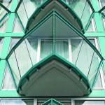 Der schiffsbugförmige Balkon ist zwar nur 5 m² groß, aber für die Fassadenwirkung richtungsweisend. Bild: Opterra