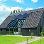 Alternative zum Anbau: Integrierte Lösung bei einem Projekt von Schipper Douwes Architects. Der Kalt-Wintergarten innerhalb des Gebäudevolumens leitet seine solaren Energiegewinne bis tief in den Grundriss hinein. Bild: Solarlux