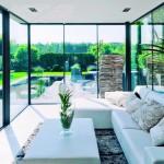 Grundrisserweiterungen mit Flachdach oder Flachdach-Wintergarten reduzieren die Sonneneinstrahlung, ohne den Blickkontakt in die Umgebung einzuschränken. Bild: Uniglas