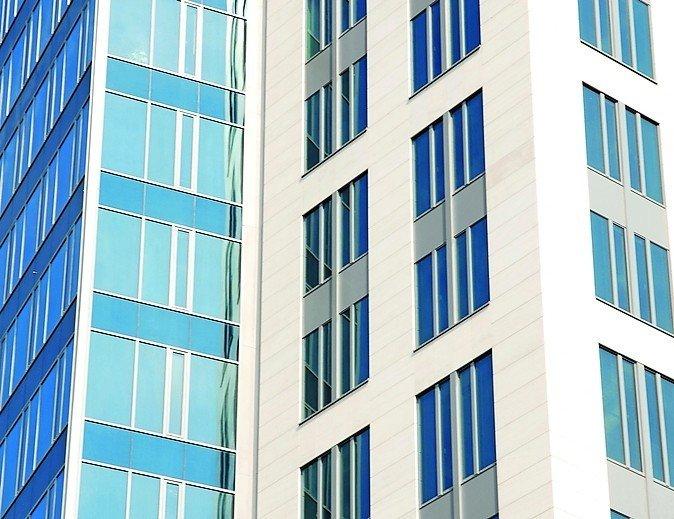 Geprüfter Öffnungsbegrenzer für Alu-Fenster. Bild: Roto