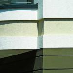 Dämmstoffplatten in unterschiedlichen Materialstärken ermöglichten es, die vorhandenen Stilelemente der Fassade bei der Sanierung zu berücksichtigen. Bild:Brillux