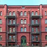 Das viergeschossige Gebäude von 1882 steht unter Denkmalschutz, weshalb die Fassadensanierung denkmalgerecht ausgeführt wurde. Bild: Xella