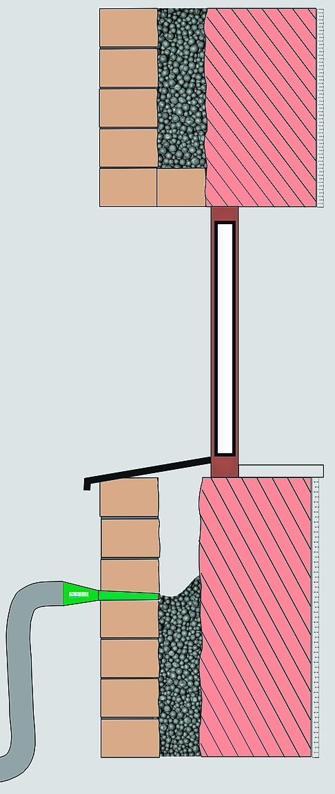 Speziell für die nachträgliche Hohlraumfüllung von zweischaligem Mauerwerk ist der Einblasdämmstoff von Isocell entwickelt worden. Bild: Isocell