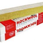 Nichtbrennbare einseitig beschichtete Steinwolle-Putzträgerplatte, wie sie für gebäudeumlaufende Brandriegel oder als Brandbarriere über Öffnungen in schwerentflammbaren WDVS verwendet werden kann. Bild: Rockwool