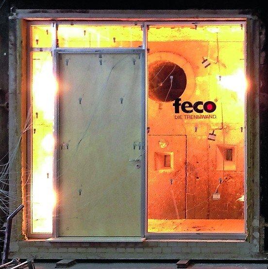 eine feco-Glastrennwand in einer Feuerschutztestanlage. Bild: feco Innenausbausysteme GmbH