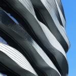 Eine computergestützte 3-D-Modellierung entwickelte die Formen für die Fassadenbänder – jedes einzelne ein Unikat. Bild: Rheinzink