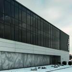 Beim Verwaltungsbereich sorgt die über zwei Geschosse verglaste Fläche für Transparenz und Lichteinfall. Bild: Ott Architekten