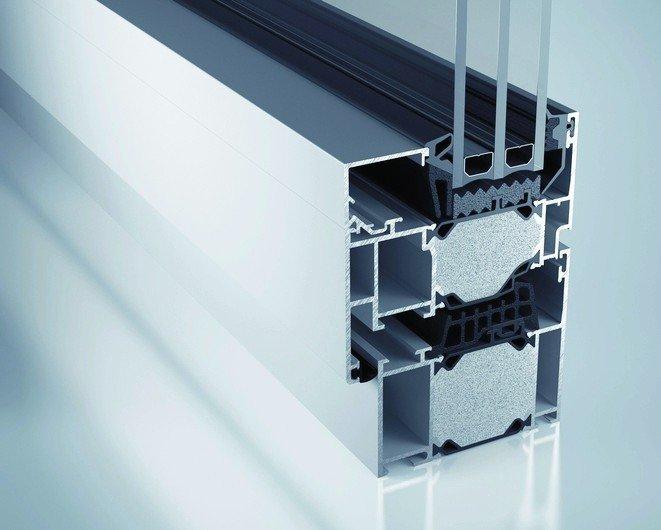 Schnitt durch ein Fenster, inklusive Rahmen. Bild: heroal