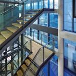 Leichte Orientierbarkeit von der Treppe aus. Bild: Gerber Architekten | Fotograf: Hans Jürgen Landes