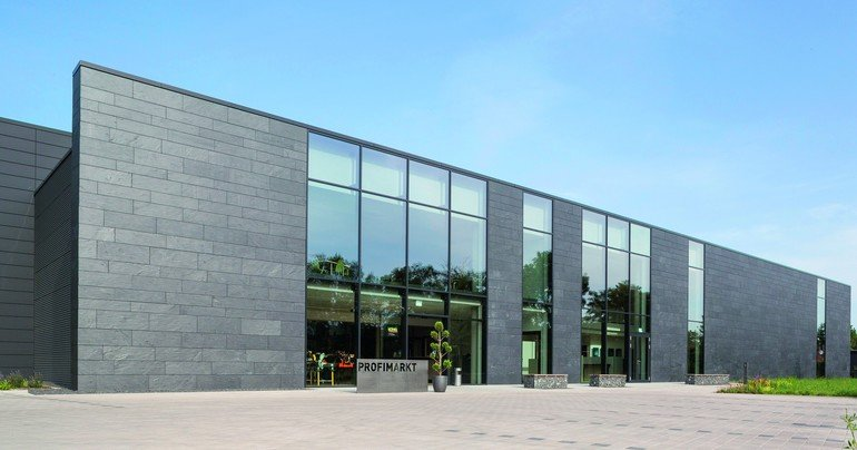 Schieferfassade für Neubau in Karlsruhe. Bilder: Rathscheck Schiefer