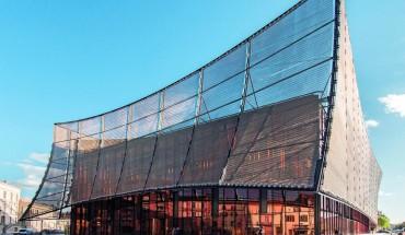 Das Grand Théâtre des Cordeliers bietet hinter schimmernder und reflektierender Fassade Platz für kulturelle Veranstaltungen und Kongresse. Bilder: Manuel Panaget