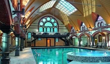 Aus der früheren Volksbadeanstalt wurde ein modernes Solebad mit historischem Ambiente. Bilder: Metsä Wood