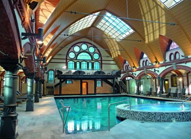 Sanierung Eines Historischen Schwimmbades In Hamburg Vor