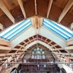 Der alte, marode Dachstuhl wurde durch eine stahlfreie Konstruktion ersetzt; es kamen Holzwerkstoffe zum Einsatz. Bild: Metsä Wood