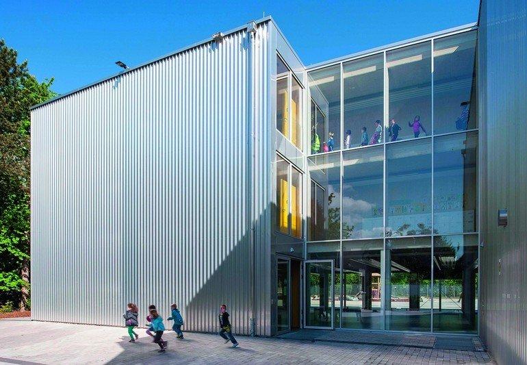 In Betrieb ist der Neubau der Europäischen Schule Frankfurt seit dem Frühjahr 2015. Bilder: Thomas Mayer