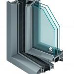 Schnitt durch ein dreifach verglastes Fenster mit dazugehörigem Rahmen. Bild: Aluprof