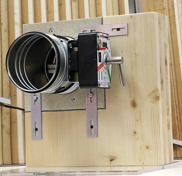 Lüftungsklappe an einem Holzbauteil. Bild: Wildeboer Bauteile GmbH
