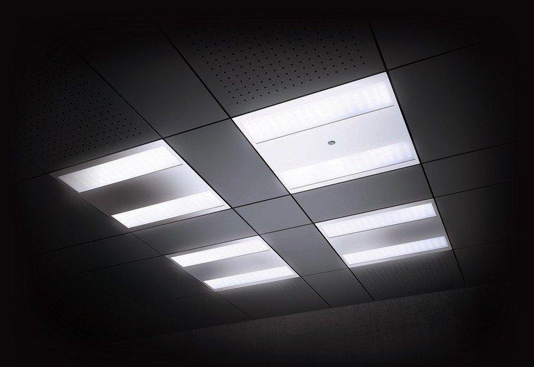 Deckenpaneele mit Leuchtfunktion. Bild: Esylux