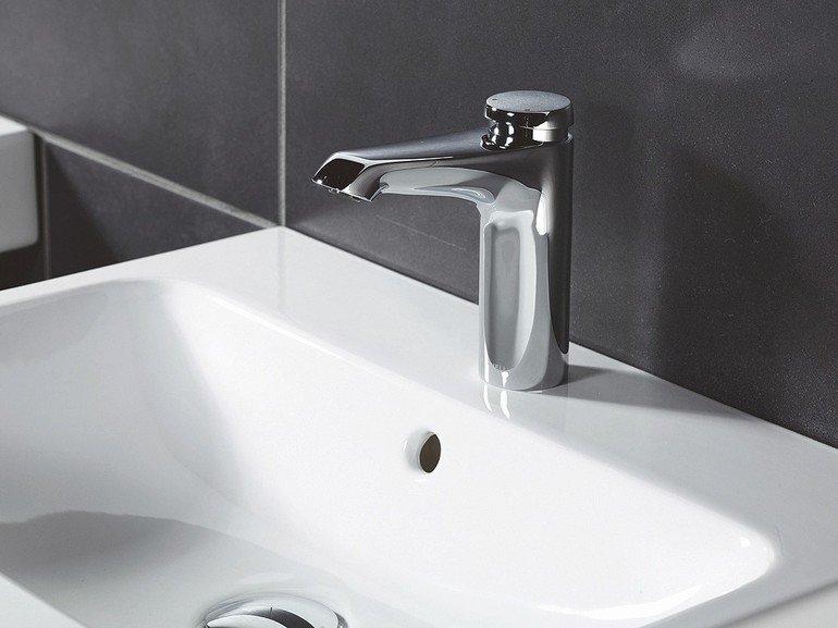 Waschtisch-Armaturenserie mit sorgfältig ausbalancierten Proportionen.