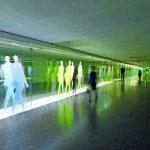 Der unterirdische Durchgang des Wipo-Areals ist als 90 m langer Verkehrsweg architektonisch ansprechend gestaltet. Bild:Astec