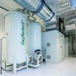 Zwei Stickstoffgeneratoren gewinnen den Stickstoff aus der Umgebungsluft. Die Einleitung in den Schutzbereich erfolgt über ein Verteilerrohrnetz. Bild: Wagner / Heiko Preller