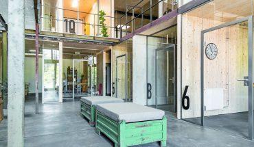 Glastüren für kompakten Kreativ-Raum