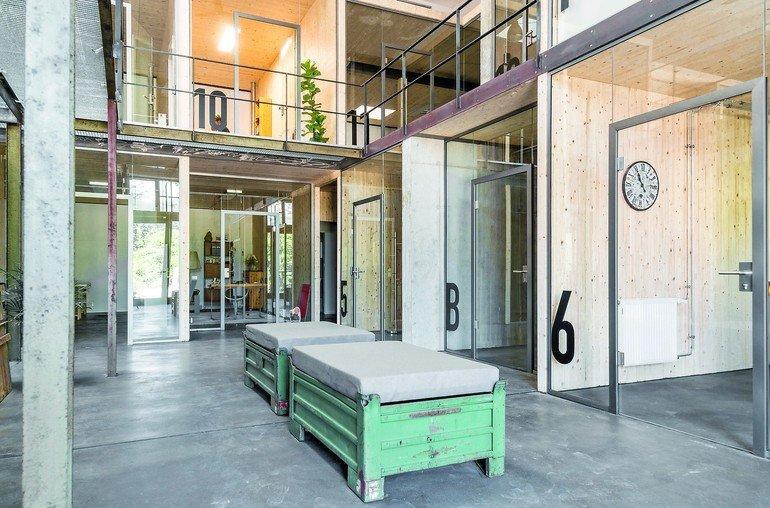 Glastüren für kompaktes Kreativ-Raum-im-Raum-Konzept. Bilder: Küffner