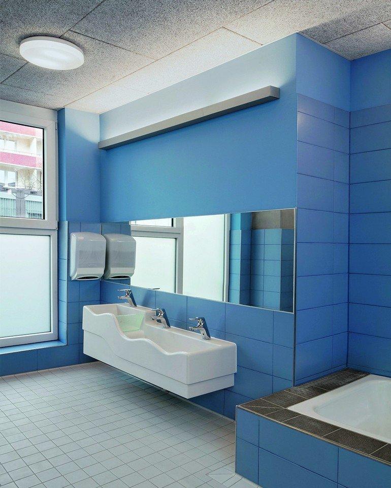 Neubau einer kindertagesstätte in berlin. farben weisen den weg