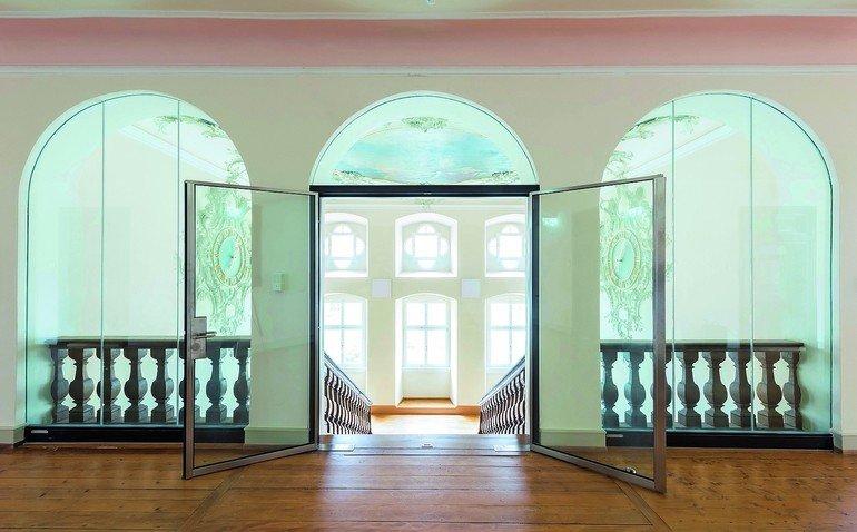 Um die Ästhetik des historischen Gebäudes zu erhalten, kamen besondere Lösungen für transparenten Brandschutz zum Einsatz.