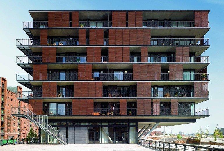 Laubengänge als Flucht- und Rettungswege an der Außenseite eines Gebäudes. Bilder: Schöck Bauteile GmbH