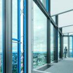 Ausblick aus einem Büroturm mit Glasfassade. Bild: Festo